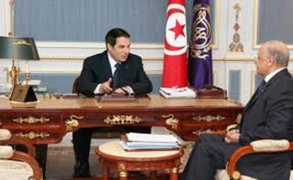 Rafik Belhadj Kacem, alors ministre de l'Intérieur, avec l'ancien président Ben Ali.