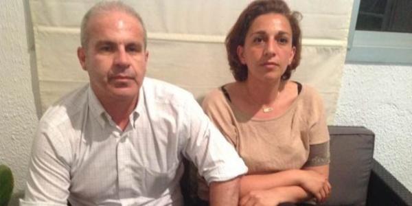 Sami et Sarra Daboussi, les enfants de feu Jilani Daboussi, mort après deux ans et demi de torture morale et physique.