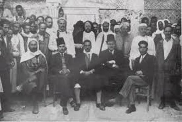 Bourguiba, le père de l'indépendance et de la modernité tunisienne, au mileu des libérateurs de la Tunisie.