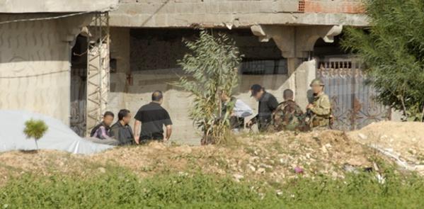 La maison des terroristes à Oued Ellil, encerclée par les forces de sécurité.