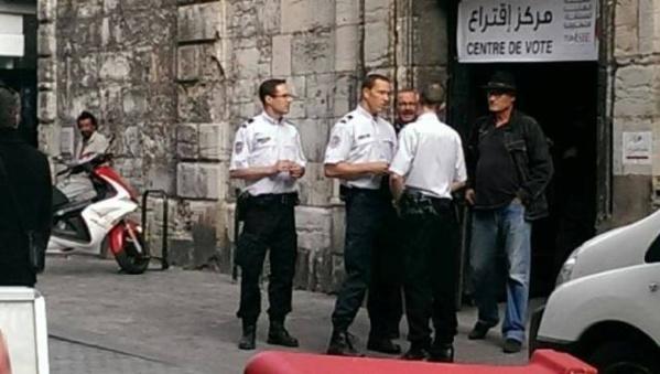 Le bureau de vote de Besançon, le 24 octobre 2014. Photo exclusive de Tunisie-Secret.