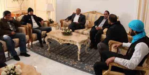 """Moncef Marzouki en réunion de """"travail"""" avec la racaille des LPR, dont Mohamed Amine Akid, alias Recoba."""