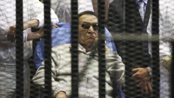 Le président égyptien Hosni Moubarak lors de son procès.