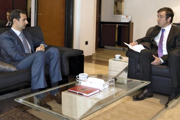 Le président de la République arabe syrienne, Bachar al-Assad, répondant aux questions du journaliste de Paris Match.
