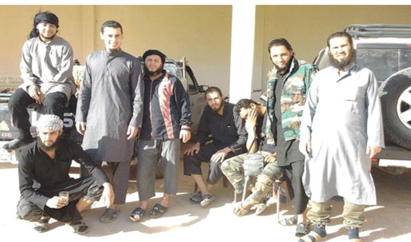 La génération polytechnique de la révolution du jasmin: des terroristes, des violeurs, des égorgeurs et des pilleurs. Photo prise en Syrie.