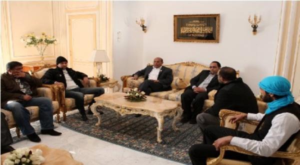 2012, le mercenaire No 1 du Qatar avec son futur staff électoral.