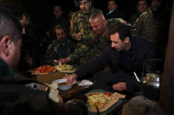 Bachar Al-Assad fête le réveillon parmi ses soldats (vidéo)