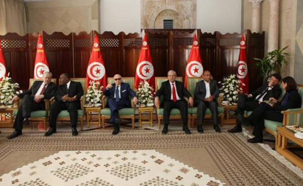 Quelques minutes avant la marche contre le terrorisme. De gauche à droite, Abdelmalek Sellal, Ali Bango, Béji Caïd Essebsi, Mohamed Ennaceur, et le mercenaire No1 du Qatar et complice du terrorisme, Moncef Marzouki.,