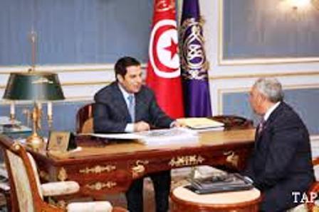 Le 17 septembre 2010, le président Ben Ali recevant Mohamed Mehdi Mlika, alors président de la Commission nationale de la propreté du milieu et de l'esthétique de l'environnement.