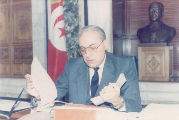 Rachid Sfar, dans son bureau à la Kasbah, à l'époque du relèvement économique de la Tunisie.