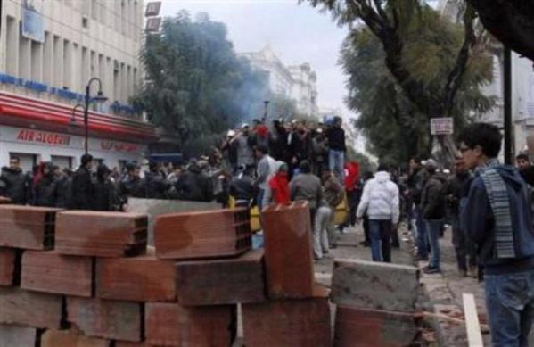 Manifester et détruire, la démocratie chez le tunisien !