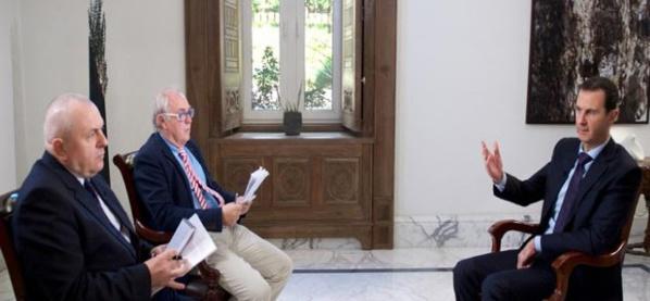 Le président Syrien Bachar Al-Assad recevant les deux journalistes de l'AFP. 12 février 2016