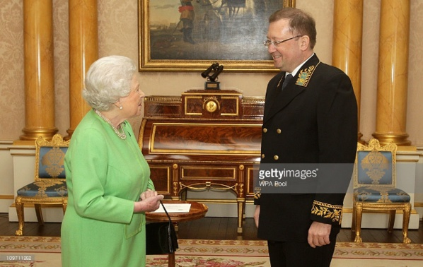 Son Excellence Alexander Yakovenko, avec la Reine d'Angleterre.