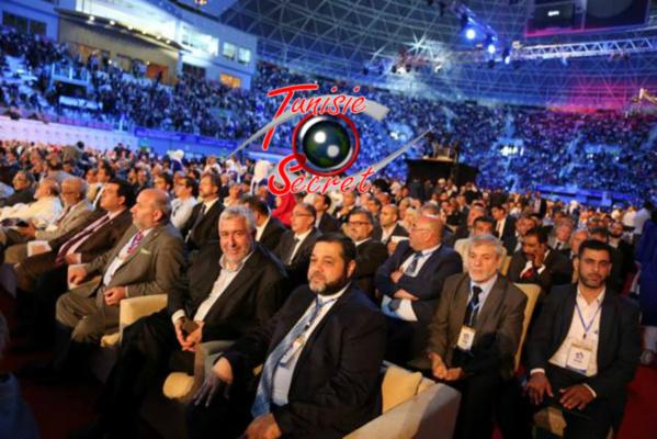 Le gratin de l'Internationale Intégriste, avec la présence surprenante et regrettable de notre ami Mohamed Ayachi Ajroudi (troisième rangée à droite). Question mystérieuse : à qui téléphone t-il ?