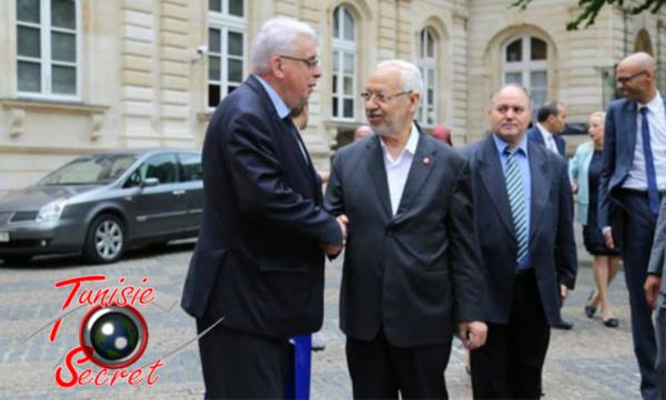 Le très socialiste Jean-Pierre Sueur, Sénateur du Loiret, raccompagnant son invité de marque.