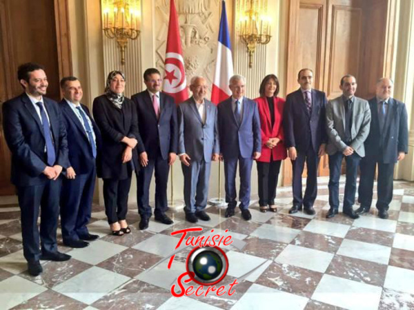 Jean-Claude Bartolone, l'ami très fèdèle de la Tunisie, posant avec Ghannouchi et sa délégation.