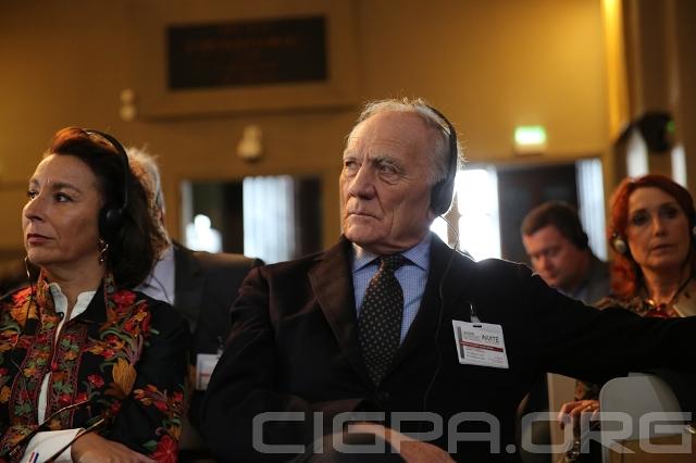 Charles Millon, ancien Ministre de la Défense sous la Présidence de Jacques Chirac, et Caroline Galactéros, officier de réserve au sein des Armées et spécialiste à l'hebdomadaire Le Point.