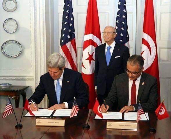 Signature du Pacte de Protectorat entre John Kerry et Mohsen Marzouk, le 20 mai 2015.