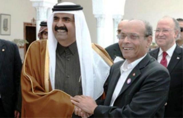 """Hamad, le 13 janvier 2012 à Tunis:""""Vous voyez comment j'apprends à votre président comment se tenir et comment saluer""""!"""