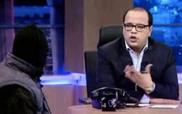 Naoufel Ouertani interrogeant son invité cagoulé, le djihadiste en Syrie, S.Moutawa, alias Abou Koussay