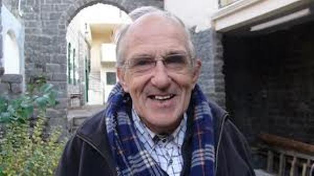 Le père Frans van der Lugt, que Dieu ait son âme et qu'Il maudisse jusqu'à la fin des temps les mercenaires du Qatar, d'Arabie Saoudite et de Turquie.