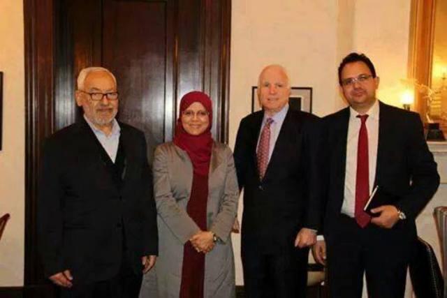Rached Ghannouchi avec l'une de ses épouses, en compagnie du Calife John McCain !