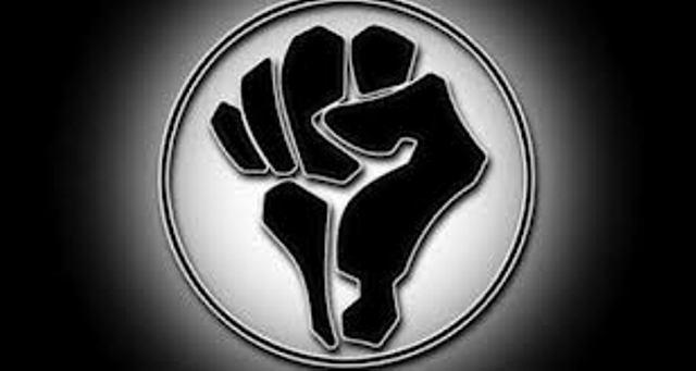 """Le symbole d'Otpor, vitrine de la CIA, que les facebookers tunisiens ont affiché sur leurs pages au moment de la """"révolution"""" bouazizienne."""