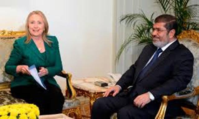 Frère Mohamed Morsi et soeur Hillary Clinton, finalisant le pacte islamo-sioniste.