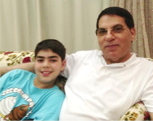 Ben Ali et son jeune fils Mohamed, de son exil à Djeddah.