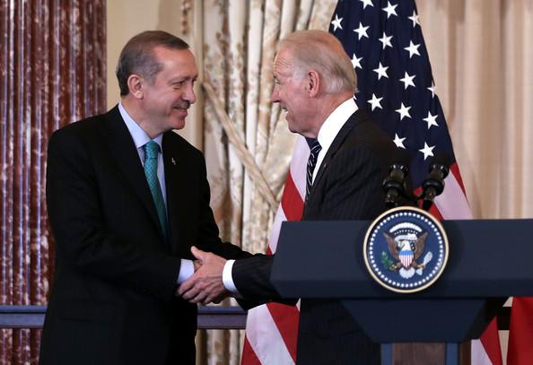 Epoque de l'accord turco-américain pour détruire la Syrie, le Frère musulman Erdogan, avec le vice-président américain Joe Biden.