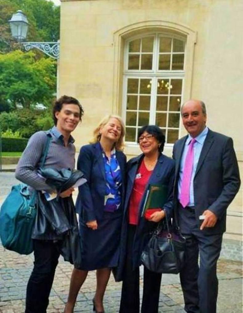 De gauche à droite : Nader Allouche, la Sénatrice Joëlle Garriaud-Maylam, également Vice-Présidente de la délégation française au Droit des Femmes, Zeina al-Tibi, Présidente de l'AFACOM, et Abdallah Khalaf, représentant en France du Premier Ministre libanais Sa'ad Al-Hariri.