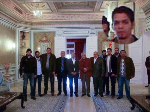 """Moncef Marzouki au palais de Carthage, au milieu des terroristes et des miliciens des Ligues de protection de la """"révolution"""". Les 23 000 criminels et terroristes amnistiés par Marzouki constituent son réservoir électoral."""