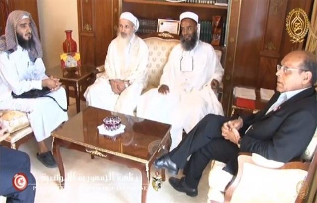 Au palais de Carthage, en janvier 2013, Moncef Marzouki recevant des chefs intégristes et djihadistes. A gauche, le koweïtien Nabil Al-Awadi, l'un des plus importants financiers de Daesh en Syrie.