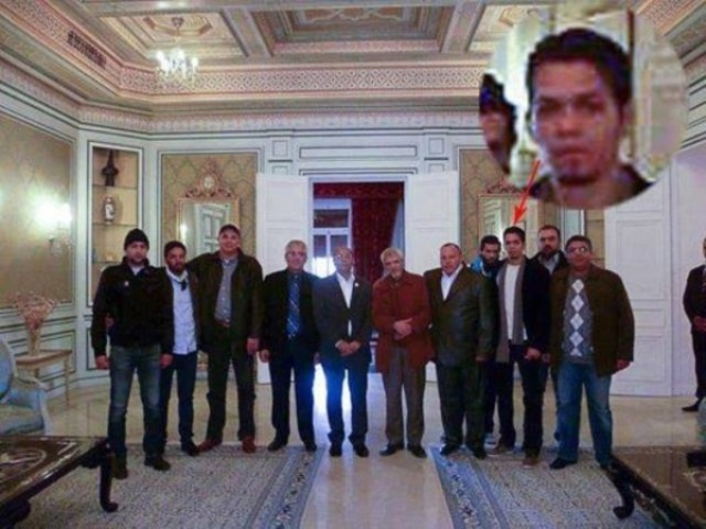 Moncef Marzouki avec son équipe électorale à laquelle ne manquent que Tarek Kahlaoui, Imed Daïme et Adnène Mansar.