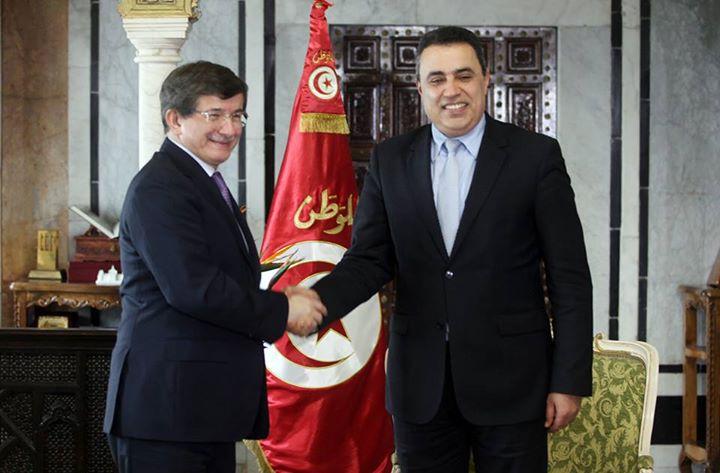 Mehdi Jomaa avec Ahmed Davutoglu, ministre turc des Affaires étrangères.