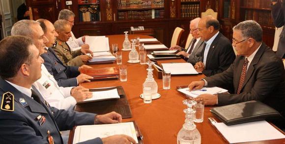 Premier à gauche sur la photo, le général Mohamed Nejib Jelassi