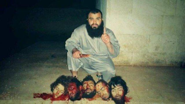 """Le bourreau sur cette photo n'est pas Choukri le niçois mais un autre spécimen de la """"diversité"""" canadienne d'origine irakienne. Ce membre de Daesh se fait appeler Abou Abderrahman."""
