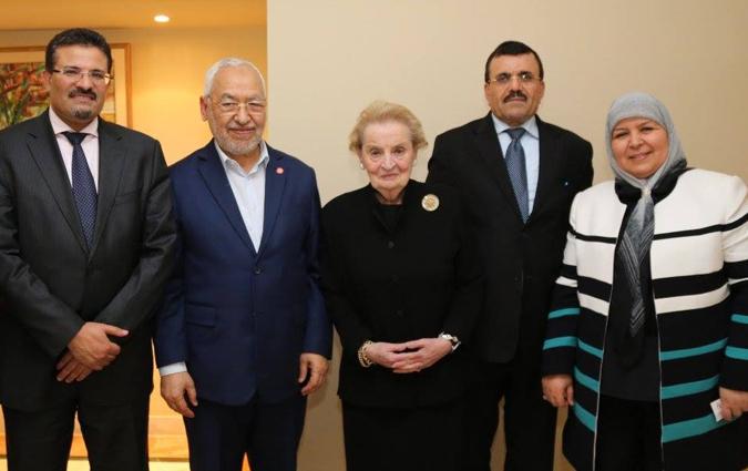 "Photo de famille. Rafik Abdessalem, Rached Ghannouchi, Madeleine Korbelova Albright, Ali Larayedh, Meherzia Labidi. Il ne manque que Manoubia Bouazizi, la mère du ""martyr"" de la ""révolution du jasmin"" !"