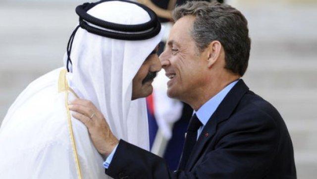 Nicolas Sarkozy avec son copain l'émir de l'oligarchie islamiste et mafieuse, Hamad Ben Khalifa.