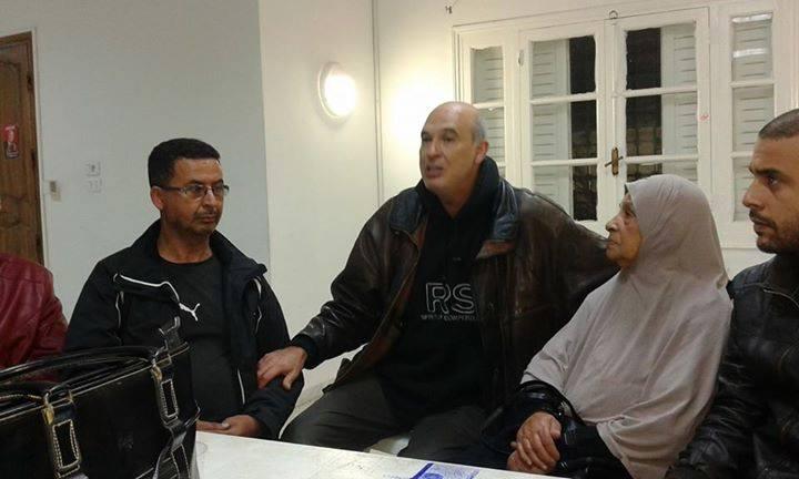 Au milieu, Elyes Makni, coordinateur de Nidaa Tounes-La Marsa.