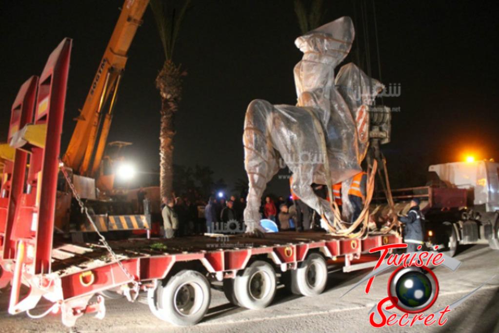 Arrivée à Monastir, aujourd'hui 14 mars 2016, de la statue équestre d'Habib Bourguiba.