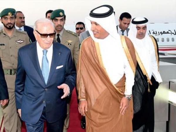 Aéroport de Doha, mercredi 18 mai 2016, Béji Caïd Essebsi accueilli par Ali Cherif Omadi, ministre qatari des Finances.