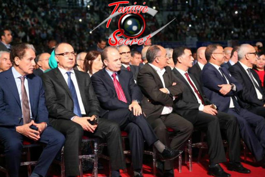 Le gratin de ce qui reste de l'élite politique destourienne, avec la présence très regrettable de M.Abderrahim Zouari (à l'extrême-gauche de la photo).